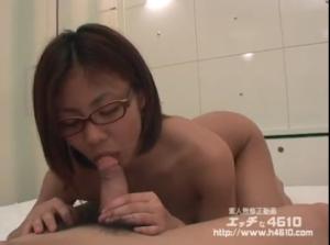 可愛いメガネ娘のフェラやセックス エッチな4610無料動画 (無修正)