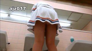 某有名大学女子トイレ盗撮、のぞき本舗中村屋の無料エロ動画(無修正)